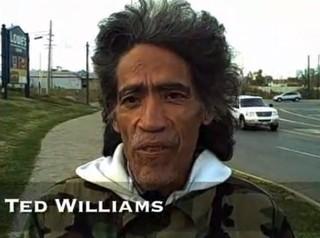 Bezdomny z niezwykłym radiowym głosem (VIDEO)