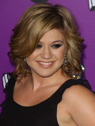 Kelly Clarkson wyretuszowana do granic możliwości (FOTO)