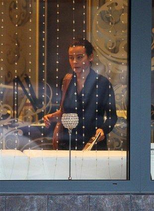 Anna Mucha przegania szarzyznę kolorowym manicure (FOTO)