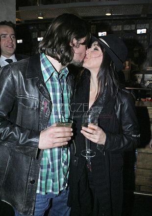 Kasia Kowalska - pocałunki na imprezie (FOTO)