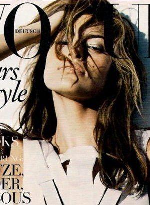 Eva Mendes kusi kolejną okładką (FOTO)