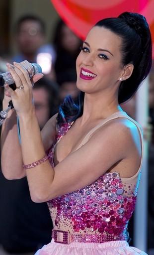 Katy Perry: Strasznie się w tym lateksie pocę!