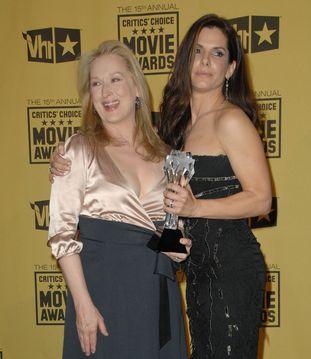 Soczysty pocałunek Meryl Streep i Sandry Bullock (FOTO)
