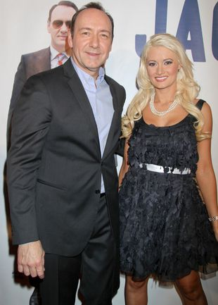Holly Madison lansuje się u boku Kevina Spacey (FOTO)