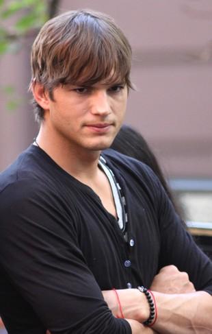Kochanka Ashtona Kutchera: Nie miał prezerwatywy