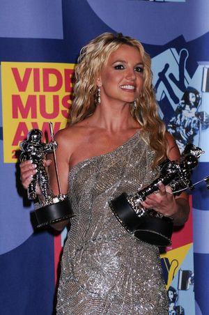 Britney Spears oddała sukienkę, żeby pomóć Haiti