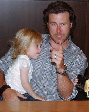 Mąż Tori Spelling miał wypadek na motocyklu
