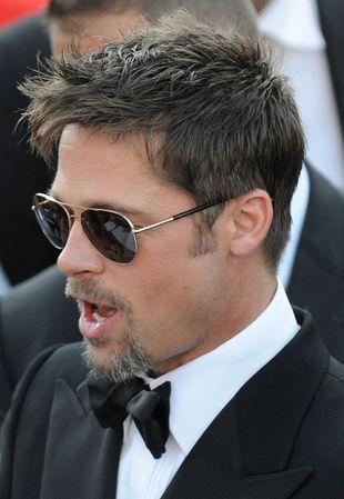 Brad Pitt z córkami na zakupach (FOTO)