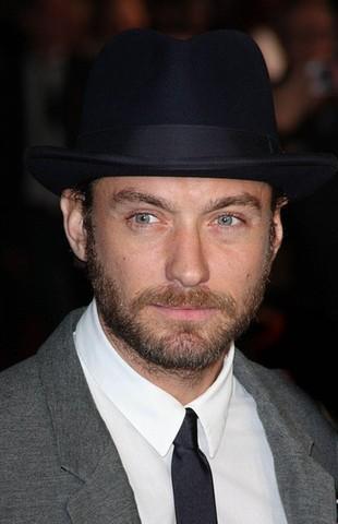 Jude Law nawet prywatnie wygląda jak Watson (FOTO)