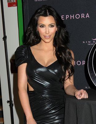Kim Kardashian promuje swoje perfumy (FOTO)
