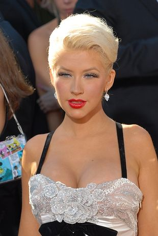 Aguilera bez majtek
