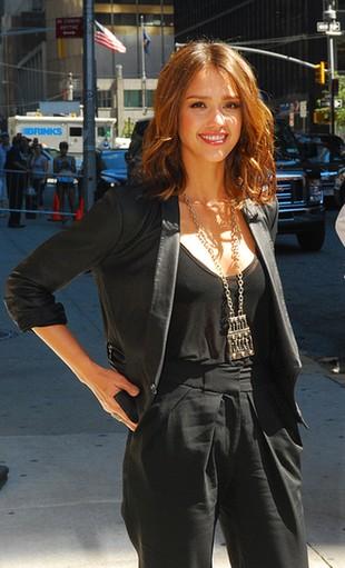 Piękna Jessica Alba u Lettermana (FOTO)