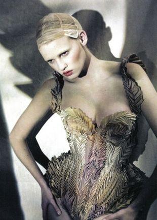 Lara Stone zawładnęła Vogue'm (FOTO)