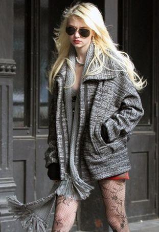 Taylor Momsen chce, byśmy patrzyli na jej nogi (FOTO)