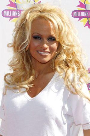 Pamela Anderson musi zapłacić pół miliona podatku!