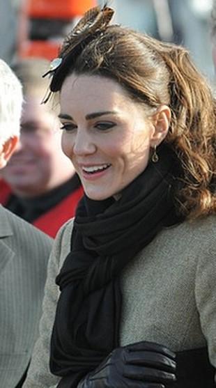 Kuzynka Kate Middleton jest gwiazdą burleski (FOTO)