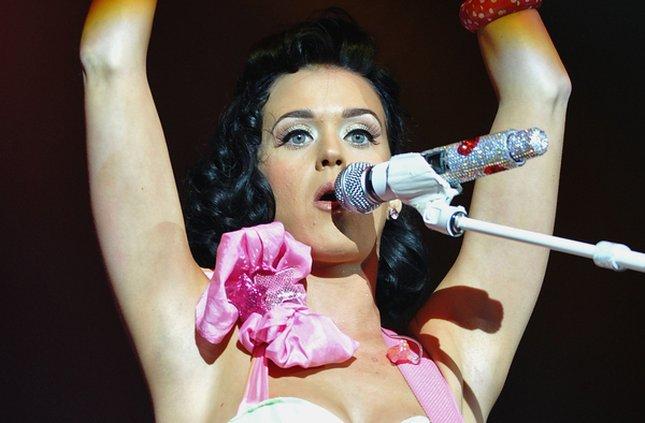 Katy Perry z różowym flamingiem (FOTO)