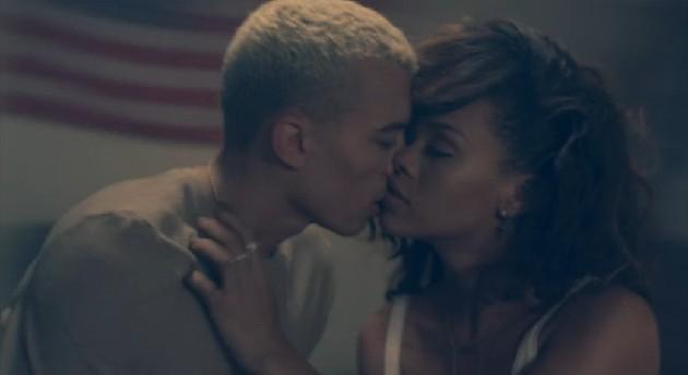 Rihanna w nowym klipie pokazała faceta (FOTO)