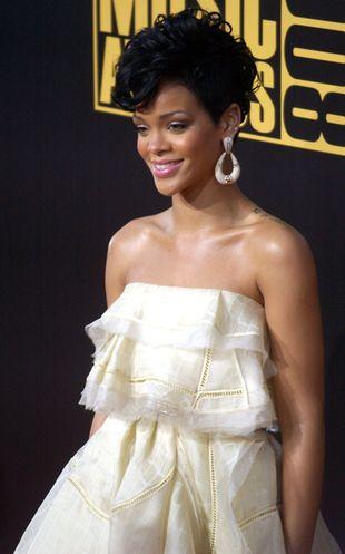 Chris Brown i Rihanna jako gadające skarpety