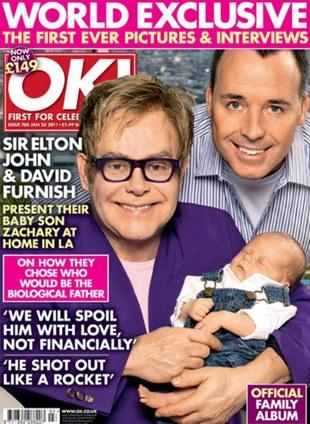 Elton John z synkiem Zacharym pozuje dla magazynów (FOTO)