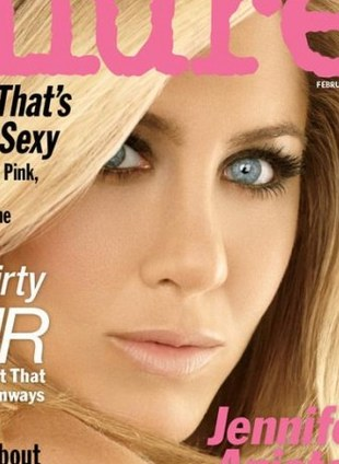 Jennifer Aniston jako słodka Barbie w Allure (FOTO)