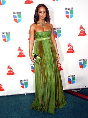 Alicia Keys w długiej sukni zasłaniającej nogi (FOTO)