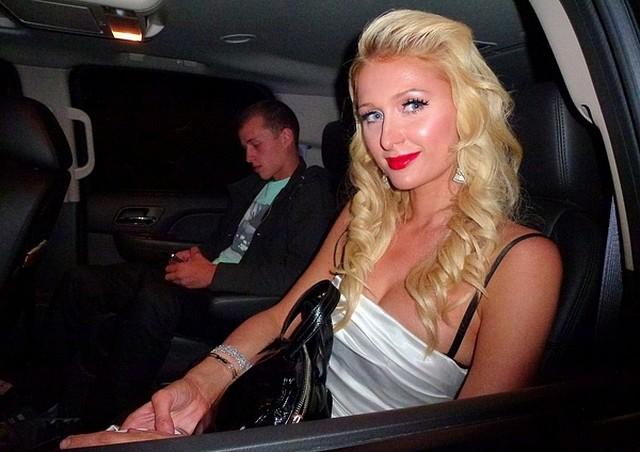 Paris Hilton imprezuje z bratem (FOTO)