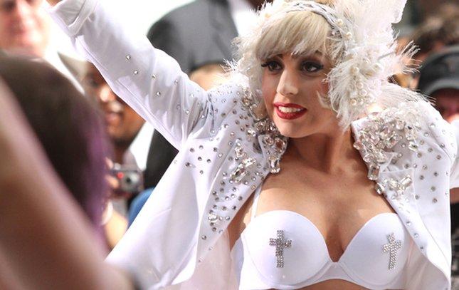 Lady Gaga zamieniła się w aniołka (FOTO)