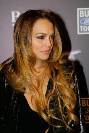 Lindsay Lohan żeruje na Samancie Ronson