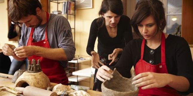 Kamińska, Herbuś i inni lepią gliniane kubki (FOTO)