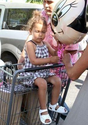 Mała Nahla na zakupach (FOTO)