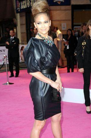 Jennifer Lopez - wielki kok i wielki rękaw (FOTO)