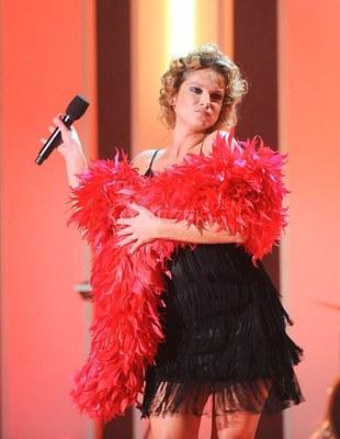 Joanna Liszowska w czerwonym boa (FOTO)