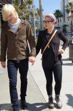 Kelly Osbourne na spacerze - bez makijażu (FOTO)