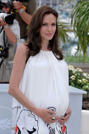 Angelina Jolie w Cannes w symbolicznej sukience (FOTO)