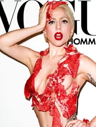 Lady Gaga pozuje ubrana w... surowe mięso (FOTO)