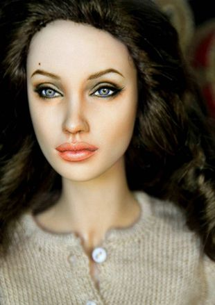Angelina Jolie na sprzedaż