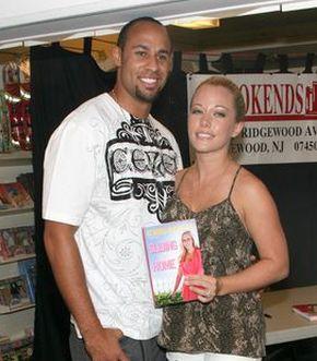 Kendra Wilkinson razem z mężem promuje swoją książkę (FOTO)
