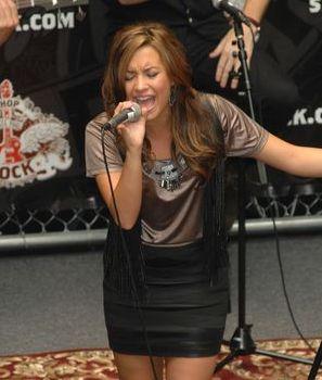 Demi Lovato porywa tłumy (FOTO + VIDEO)