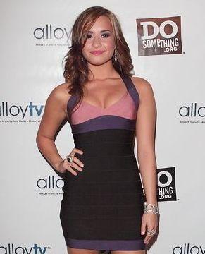 Demi Lovato podkreśla swoje kształty (FOTO)