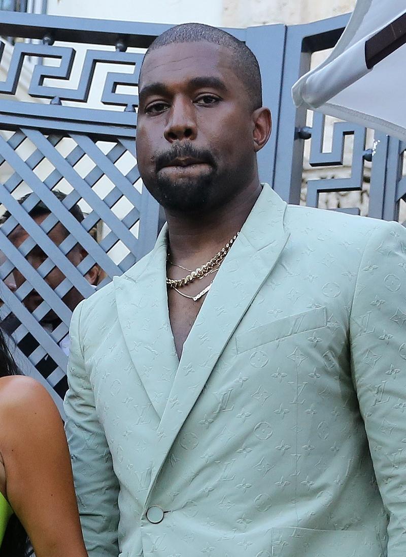 Ale OBCIACH! Kanye West założył na wesele TAKIE buty!