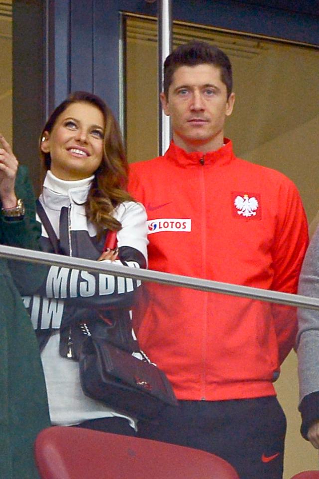 Lewandowski nie zmieni klubu? Straci na tym MILIONY