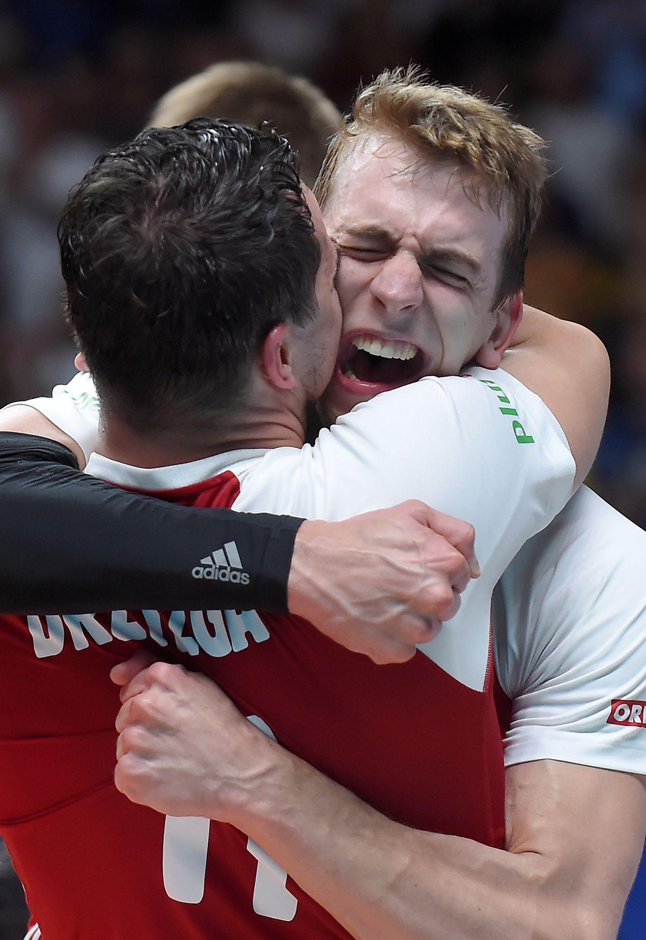Doda chwali siatkarzy i krytykuje piłkarzy: dostali MILIONY, a nie wygrali NIC!