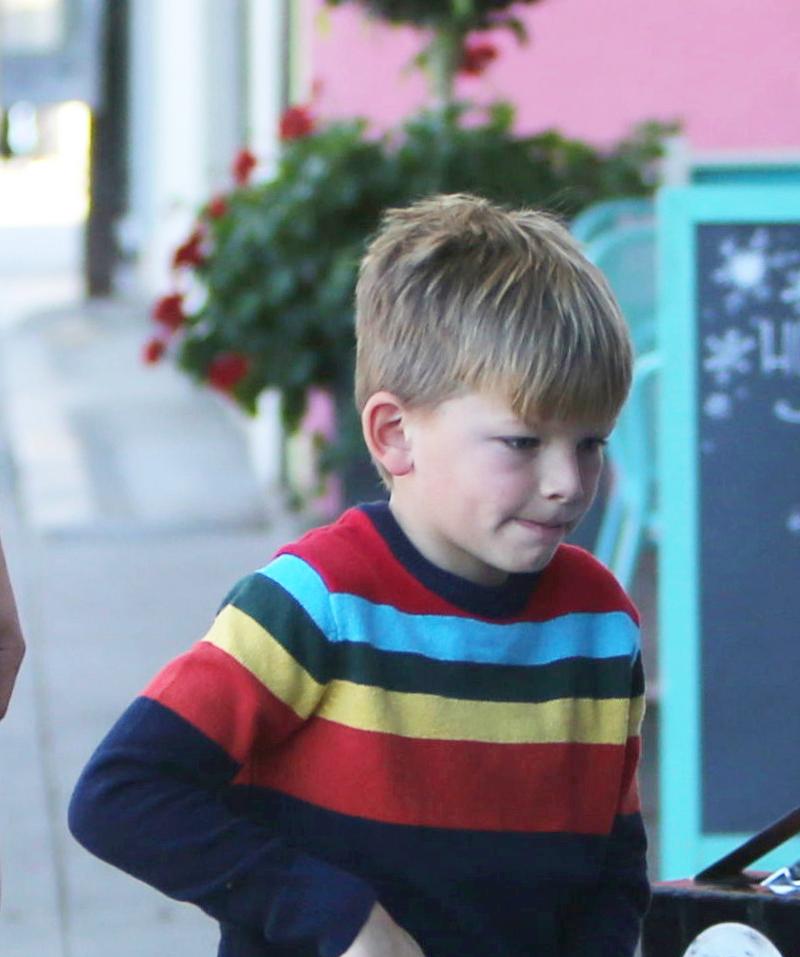 Zmęczony Ben Affleck idzie na pizzę z synem, podczas gdy jego mama...