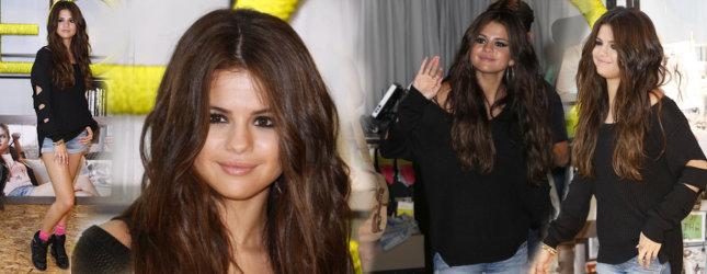 Selena Gomez: W swetrze na czerwonym dywanie (FOTO)
