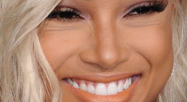Karrueche Tran jako blondynka jest NIE DO POZNANIA