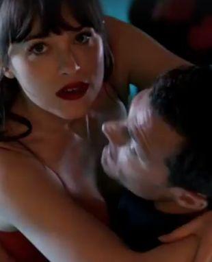 Widziałeś już moment, w którym Christian Grey oświadcza się Anie Steele?