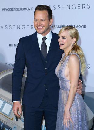 Wystarczyło kilka wyjść z JLaw i Chris Pratt nie opuszcza domu bez żony