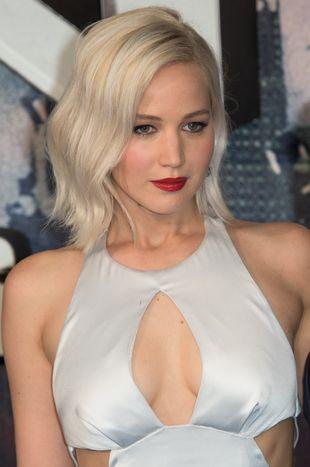 Jennifer Lawrence… uderzyła Sophie Turner w krocze…