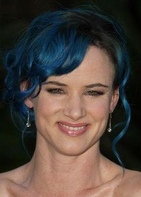 Kto pojawił sie na premierze z niebieskimi włosami? (FOTO)